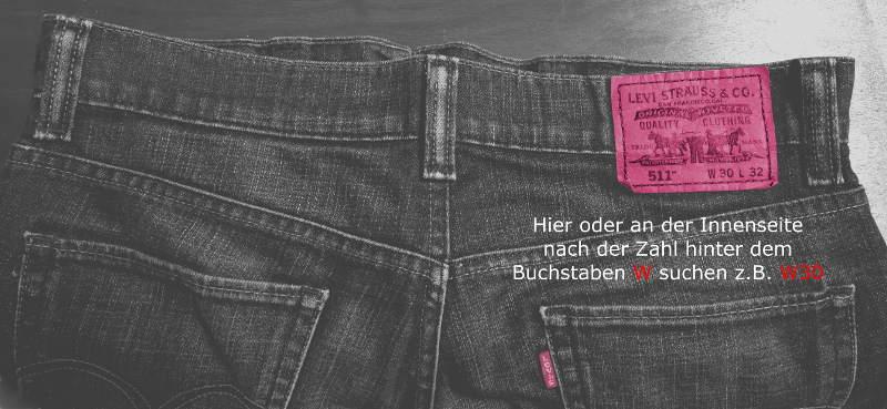 Jeans mit Schild um Gürtel Größe bei Herren zu messen