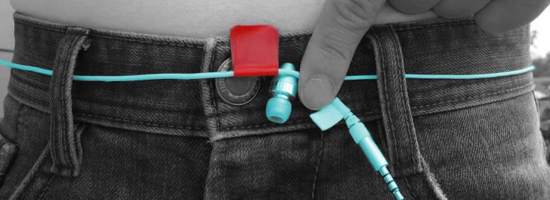Kopfhörer auf Jeans um Gürtel Größe bei Herren zu messen
